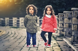 Παιδικό κούρεμα για το αγόρι και το κορίτσι