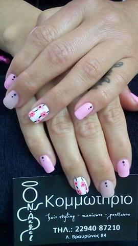 ημιμόνιμο σε απαλό ροζ και άσπρο με λουλούδια ζωγραφισμένα στο χέρι
